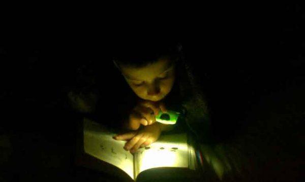 membaca-dalam-gelap